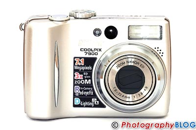 Nikon Coolpix 7900