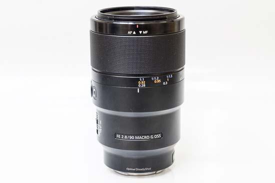 Sony FE 90mm f/2.8 Macro G OSS
